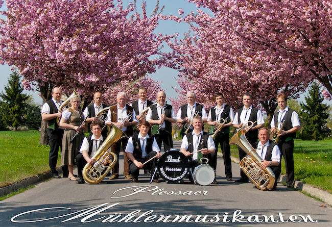 Gruppenfoto der Plessaer Mühlenmusikanten